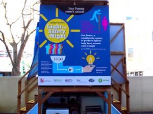 尿の力で発電するトイレ=西イングランド大学の動画より