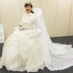 モデルになってくださった日野叶子さんは、この花冠とブーケを製作されたフラワーサロンの方でもありまs