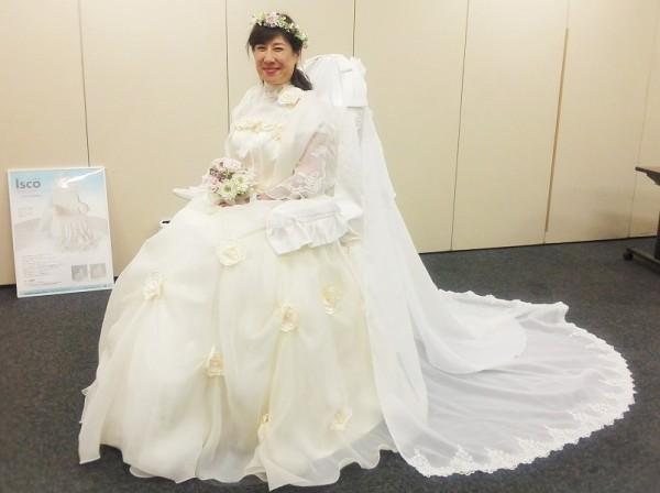 モデルになってくださった日野叶子さんは、この花冠とブーケを製作されたフラワーサロンの方でもあります