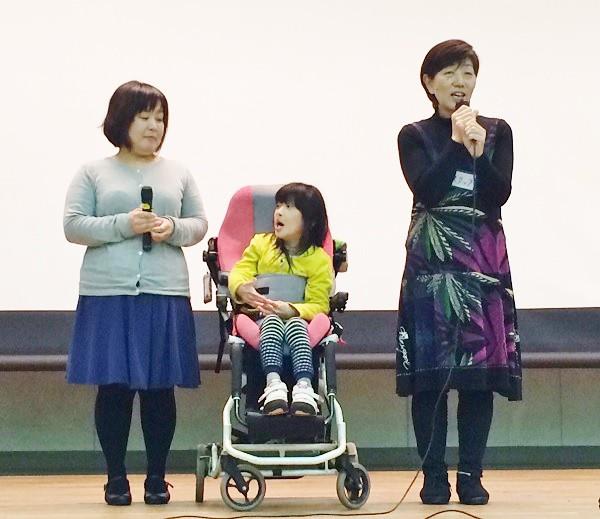 左から木津美沙さん、木津陽葵さん、牧野順子さん