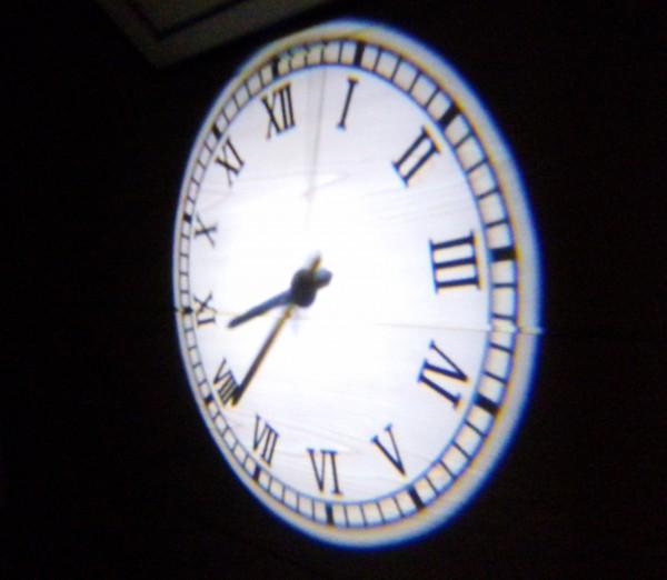お義父さんのお気に入り 天井にも映せる時計「プロジェクションクロック」
