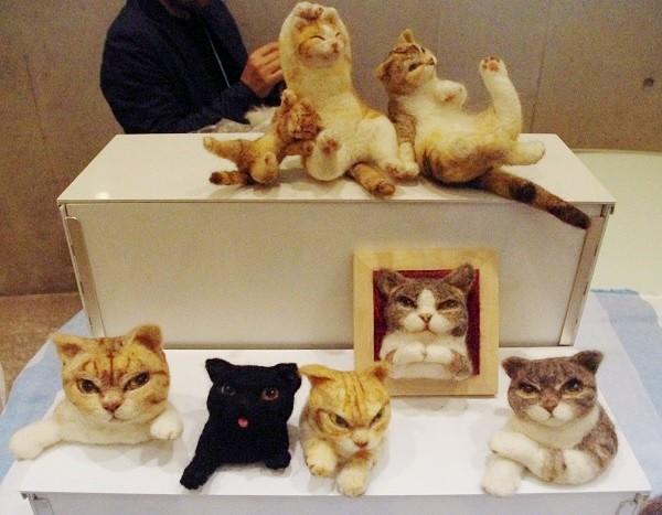 フェルトで作った猫たち(マルハウス)=撮影・堀内優美