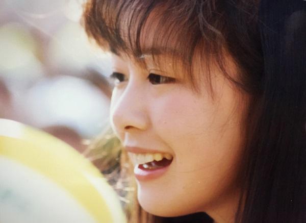 選抜高校野球でリポーターをつとめる高校時代の筆者=甲子園球場で、撮影:井上清志さん