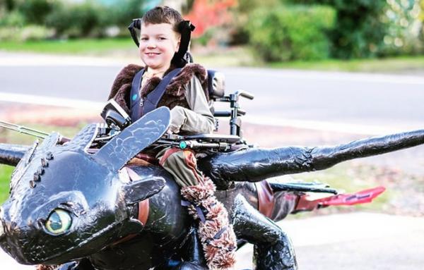 ワイマー夫妻が、息子のキートン君のために作ったドラゴンの車椅子  kickstarter より