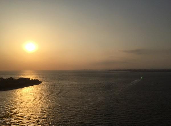 島からみた夕陽(撮影:堀内優美)の写真