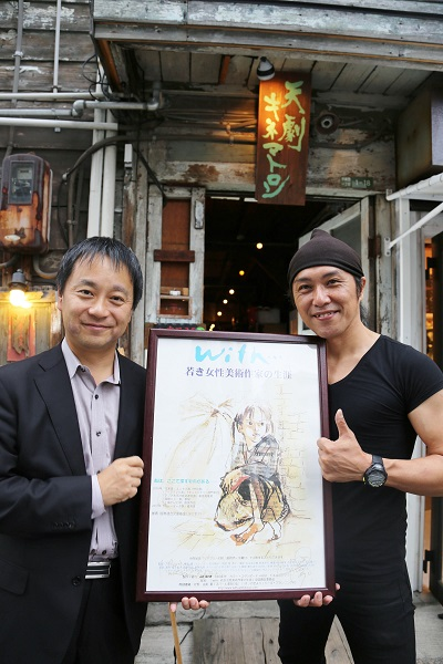 榛葉健監督と天劇キネマトロン・オーナーのJunさん(画像右)=撮影・桝郷春美