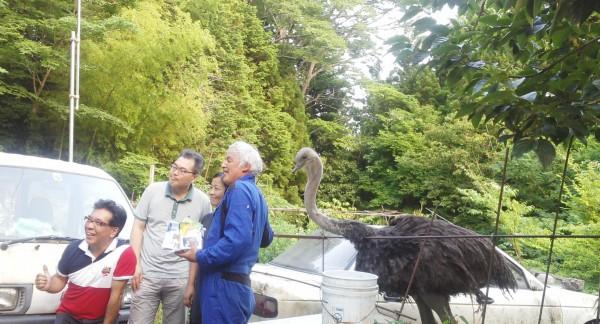 韓国からのお客様と談笑する松村直登さん 撮影:松中みどり