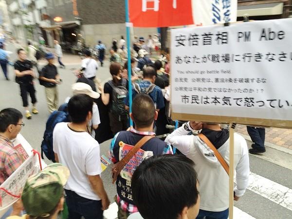 大阪市内で行われた「サウンドデモ」=2015年7月5日、撮影・橋本正人