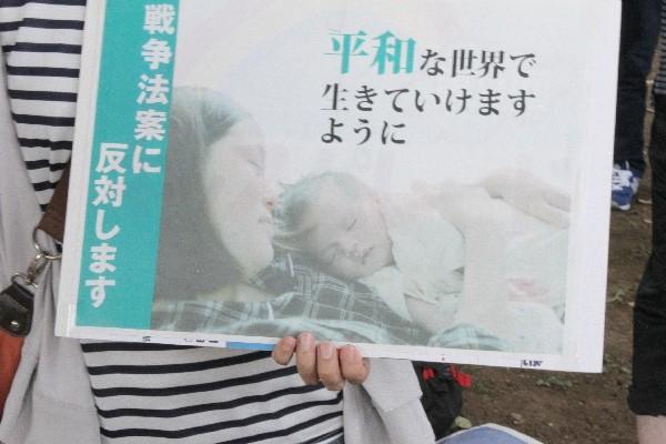 国会前抗議行動より=2015年7月26日、撮影・橋本正人