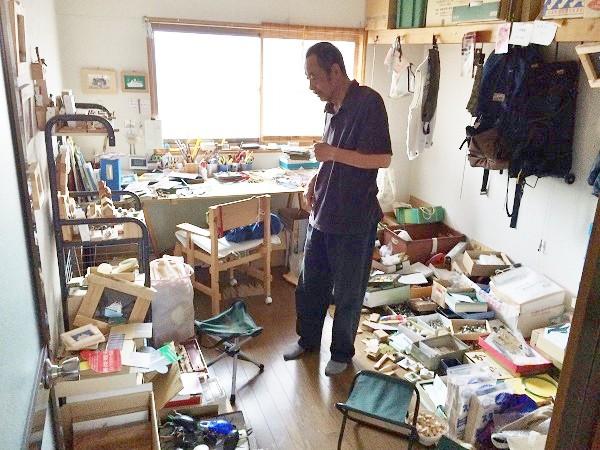 白石さんの「工房」内部=兵庫県伊丹市内で、2015年7月7日、撮影・橋本正人
