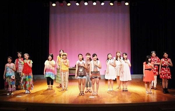音楽劇「箱の中~オムニバスで贈る3つの物語~」より、エンディング=写真提供・劇団kocho
