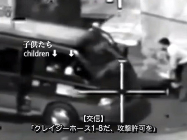 子どもたちの乗った車が撃たれる直前の様子=動画「合衆国の兵士 イーサン・マコードが語る目撃談 ウィキリークスの『無差別殺人』」より