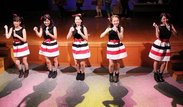 音楽劇「箱の中~オムニバスで贈る3つの物語~」より、中学生チームの「ぱわーず★kocho」=写真提供・劇団kocho