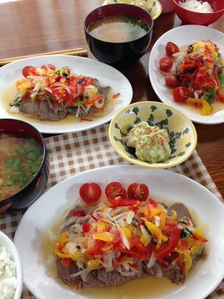 「パレオ食事法」をとりいれた料理=撮影・吉岡佐知子さん