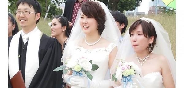 2015年10月10日「レインボーフェスタ!2015」にて 平等結婚式を終えたひとみさんと淳子さん=撮影・松中みどり