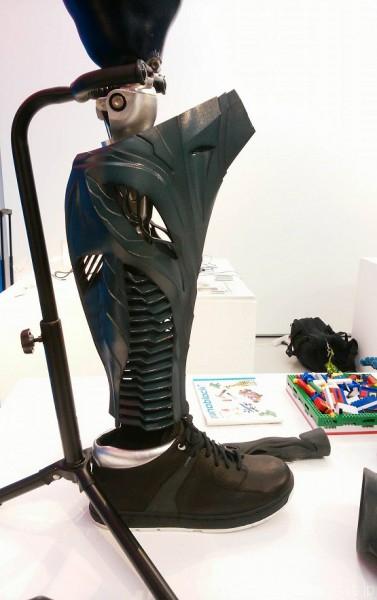 「超福祉展」で展示された義足カバー=撮影:松中みどり