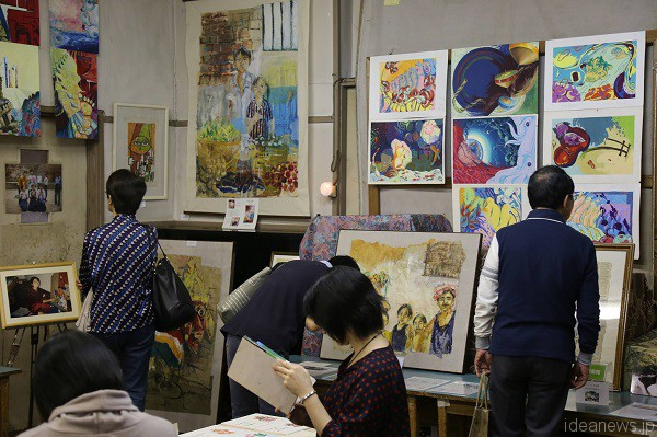 "Yumi Sano's exhibition ""Gallery with"" in Nagata, Kobe, Japan November 2015 (c) Takeshi Shiba"