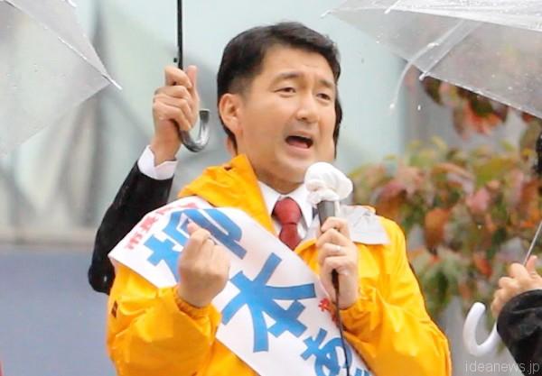 演説する柳本顕・大阪市長候補=2015年11月18日、撮影:アイデアニュース・橋本正人