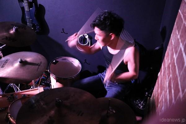 「ONIONSLAUGHT」ドラムの、akayan=写真提供・松川浩章さん