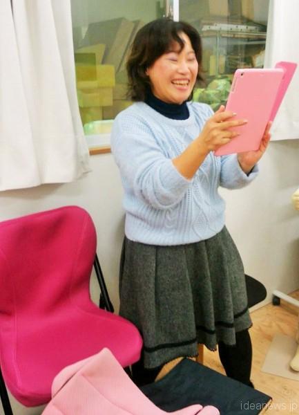 満面の笑みの敦子さん、レノアちゃんの可能性を信じ続けているお母さんです=撮影・松中みどり