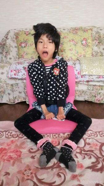 お母さんの「p!nto beauty」に座っているレノアちゃん=撮影・古池敦子さん