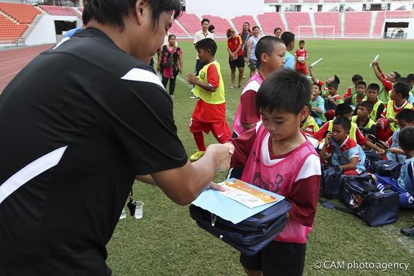 サッカークリニックの様子=写真提供・JDFA
