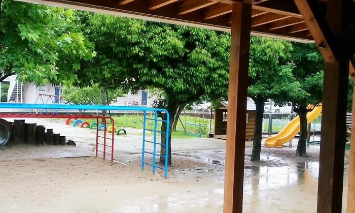 2016年5月29日、熊本は雨。普段は子どもたちが遊ぶ庭も、静かな雰囲気でした=撮影・松中みどり