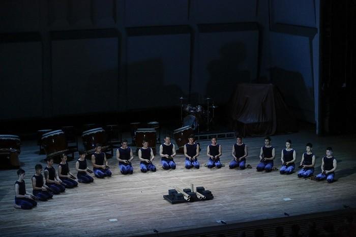 「鼓童ワン・アース・ツアー2016 ~混沌」公演より=撮影・岡本隆史