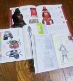 5.参考にした本です。兼定の太腿にある甲冑は、佩楯と草摺を参考に製作しました。=撮影・Lapis