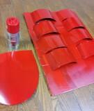 9.スプレーで塗装します。(うるしで塗ったような仕上がりになるので、ツヤありを使用します。完全に乾燥させるため、最低でも6時間は置いておきましょう)=撮影・Lapis