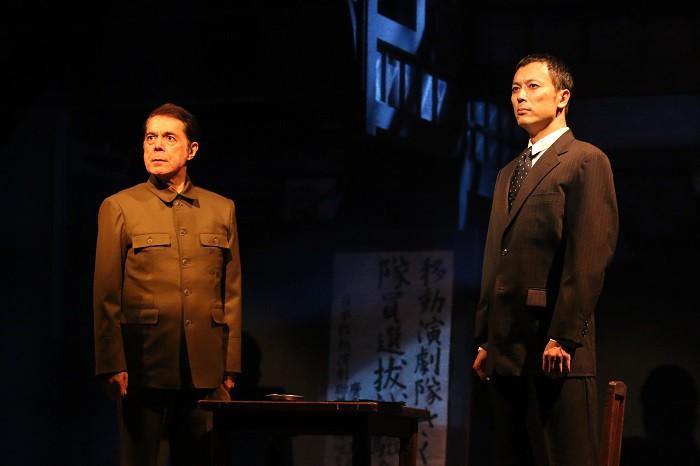 『紙屋町さくらホテル』公演より(左から立川三貴、石橋徹郎)=撮影・田中亜紀