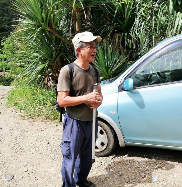 観察会をお手伝いしてくださった楠井善久さんは甲虫の専門家で研究者です=撮影・松中みどり