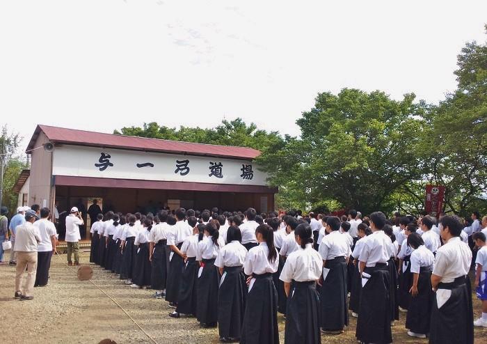 「第32回 与一弓道大会」より=2016年9月11日、玄性寺境内の与一弓道場で、写真提供・Lapis