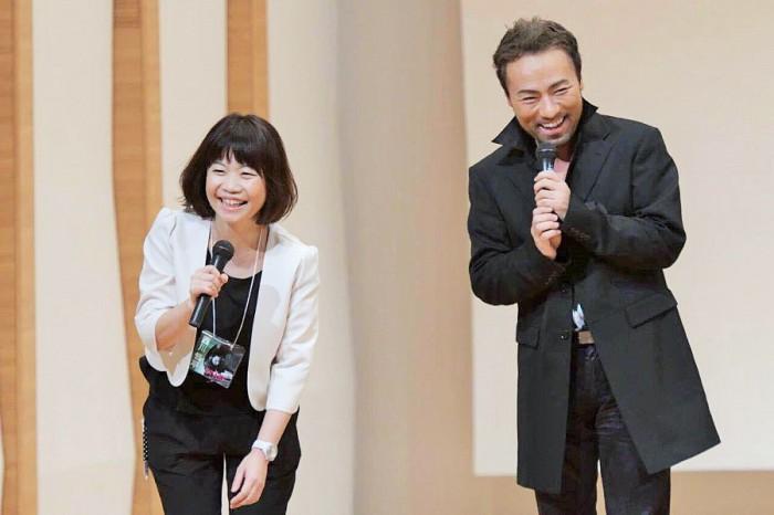 寝屋川でのコンサートを主催した濱口賀代さんとピアニスト・西川悟平さん=写真提供・濱口賀代さん