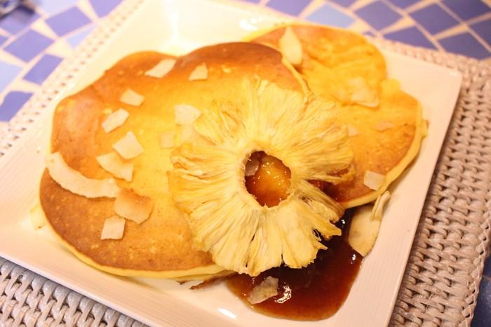 パンケーキ(パイナップル)=撮影・青木梨花