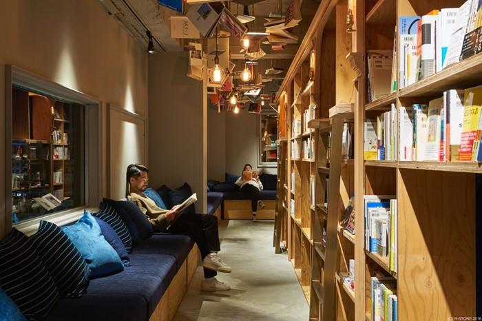 「BOOK AND BED TOKYO 京都店」のフロア=写真提供:株式会社アールストア