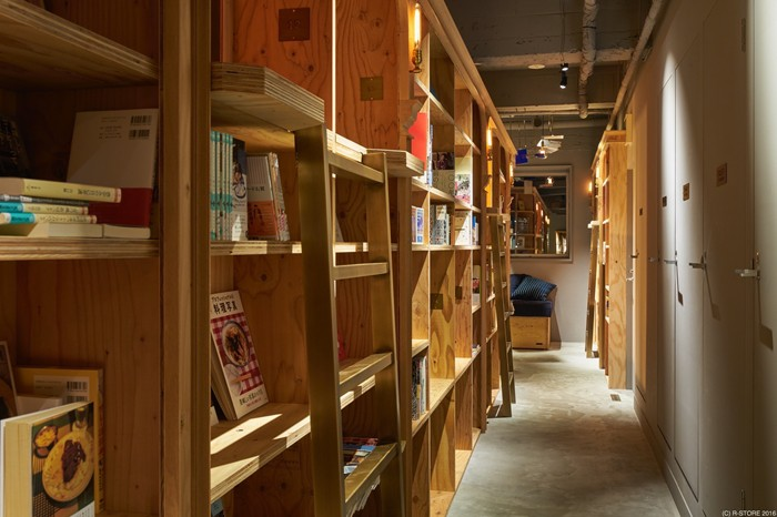 「「BOOK AND BED TOKYO 京都店」のトイレなど=写真提供:株式会社アールストア