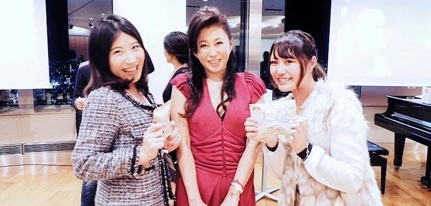 『nicotan♡soap 2017新年会&交流会』での浅野敬子さん(中央)と福田知世さん(右)=写真提供・浅野敬子さん