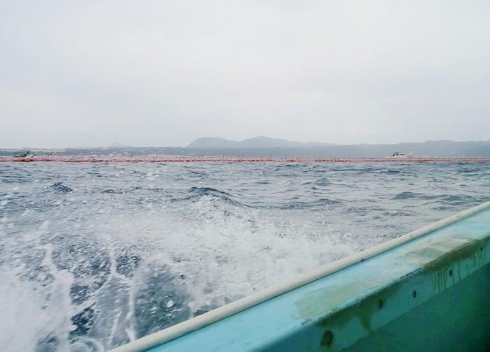 2017年2月11日、雨の降り始めた辺野古・大浦湾=撮影・松中みどり