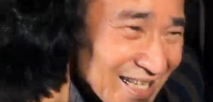 保釈された直後の山城博治さん=「オール沖縄会議 ライブストリーミング」より