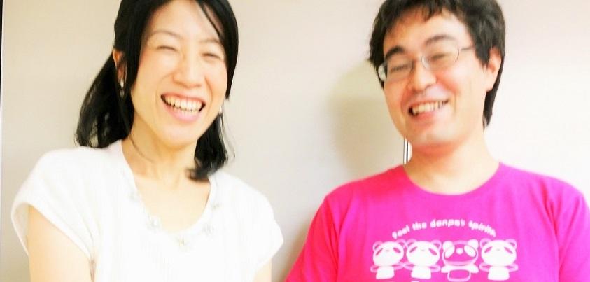 「大地の花咲き」スタッフミーティングでのスナップ。となりは盟友で名カメラマンのおのっち(小野敬広さん)=撮影・松中みどり