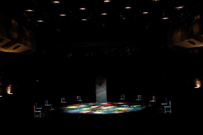 舞台セット、『THE SMALL POPPIES』公演より=写真提供・劇団スタジオライフ
