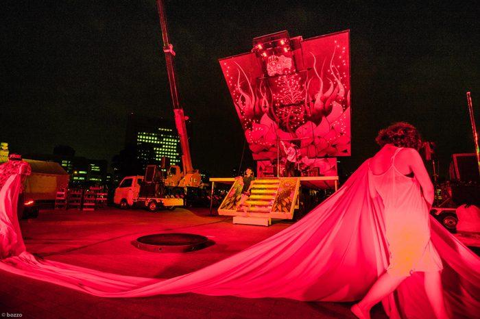 『日輪の翼』横浜公演(横浜赤レンガ倉庫イベント広場)より=2016年6月、撮影・bozzo
