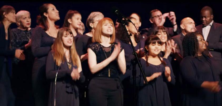 YouTube「Philips Breathless Choir」より(https://youtu.be/3WOJJ7NMJ80)