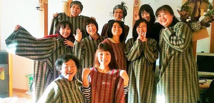 かっこちゃんスタイルのワンピース全員が目標だった半身まで縫い上げました=撮影・よりこさん
