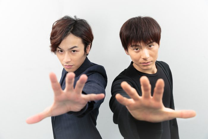 鈴木勝吾さんと宮崎秋人さん=撮影・山本尚侍