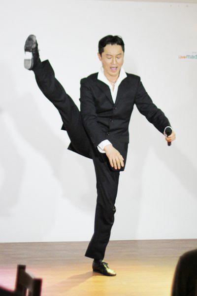 『タカラボウズ』公演より=撮影・橋本正人