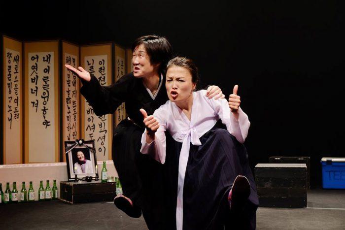 4月22日・23日の舞台『キャラメル』左がきむきがんさん、右が洪美玉さん=きむきがんさんのFacebookページより