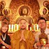 阿弥陀如来と二十五菩薩の前で、(左から)Lapisさん、平野雅章住職、那須正美さん=撮影:ひろよし