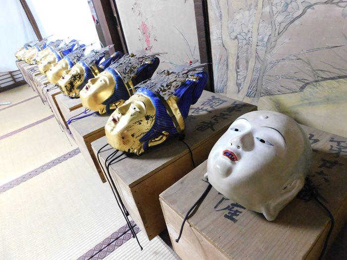 「二十五菩薩お練り供養法会」に使われる菩薩の面=撮影:ひろよし